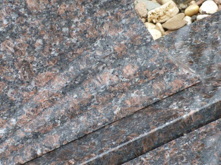 grafsteen bruin gepolijst