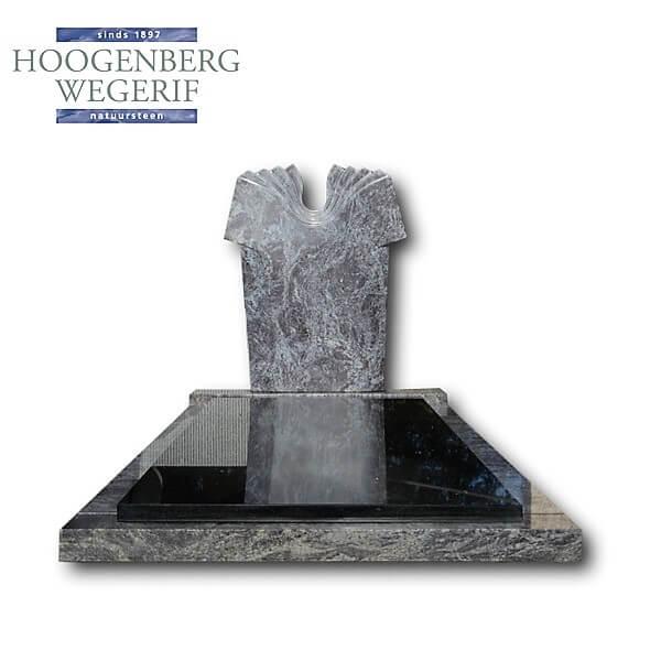 Grijs blauwe grafsteen met gepolijste facetten en zwart graniet dekplaat