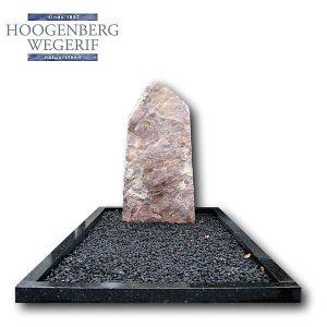 Rose kwartsiet ruwe steen met donker graniet omranding