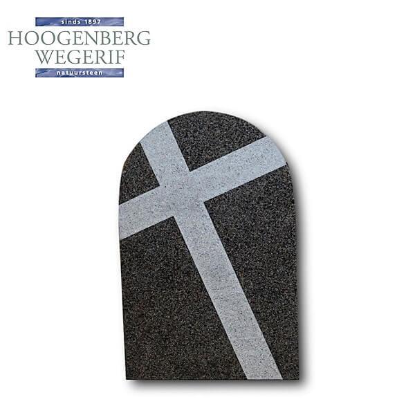 Gedenkteken met uitgehakt kruis gepolijst graniet