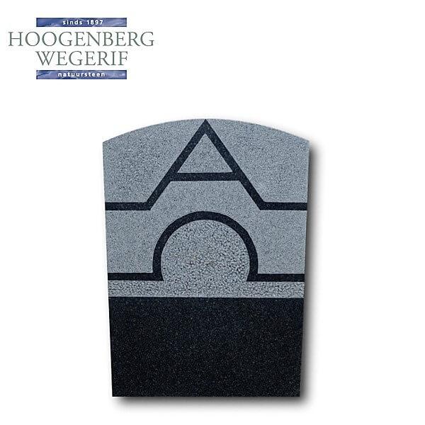 Gedenksteen met uitgehakt Alpha en Omega teken