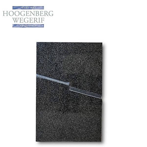Gedenksteen in gepolijst grijs graniet met fraaie detaillering