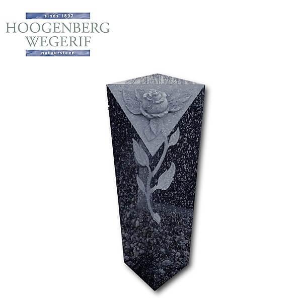 Grafzuil met gebeeldhouwde roos in donker gepolijst graniet