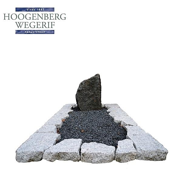 Zwerfkei met graniet brokken omranding