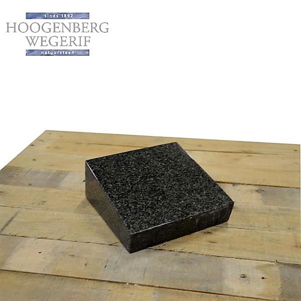 Donker graniet bijzetsteentje