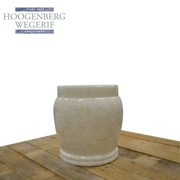Witte natuursteen urn