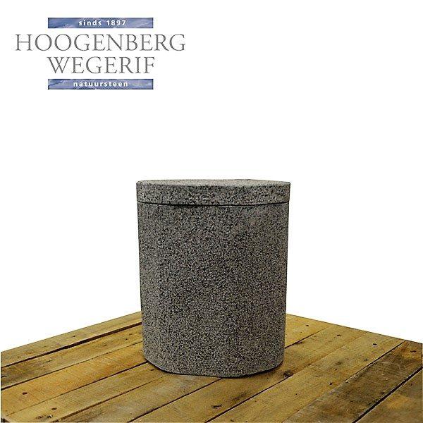 grijs graniet urn gebouchadeerd