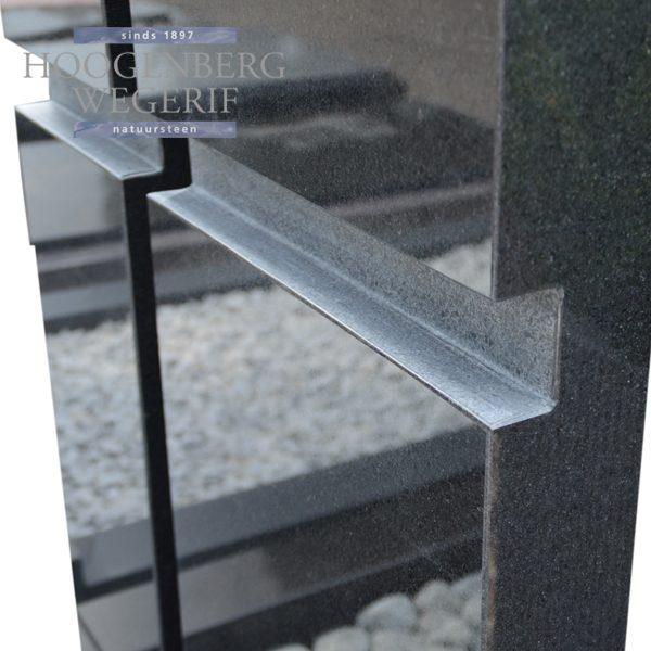 zwart graniet grafsteen met kruisvorm