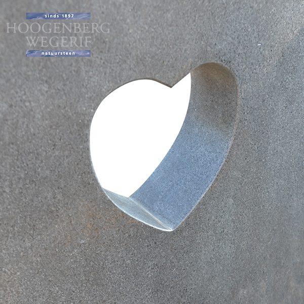 detail uitgezaagde hartvorm