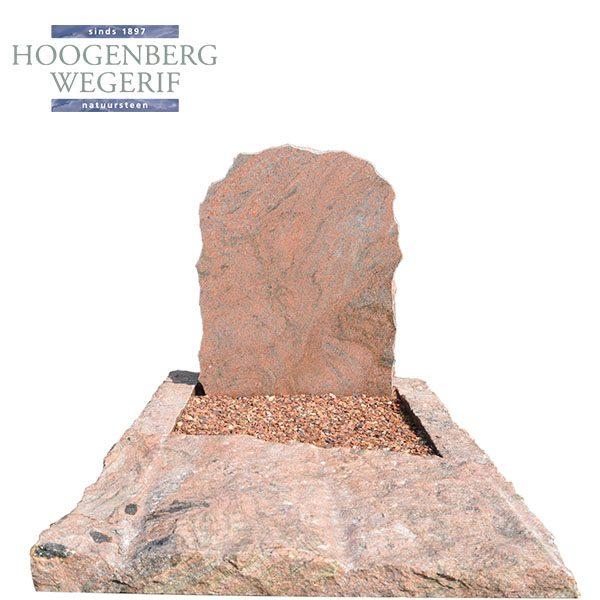 grafzerk bestaande uit natuurlijk gevormd rood graniet